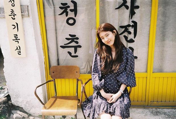 Ngắm Instagram của sao Hàn, bạn sẽ kiếm được kha khá gợi ý váy vóc xinh như mộng diện trong Hè này - Ảnh 1.