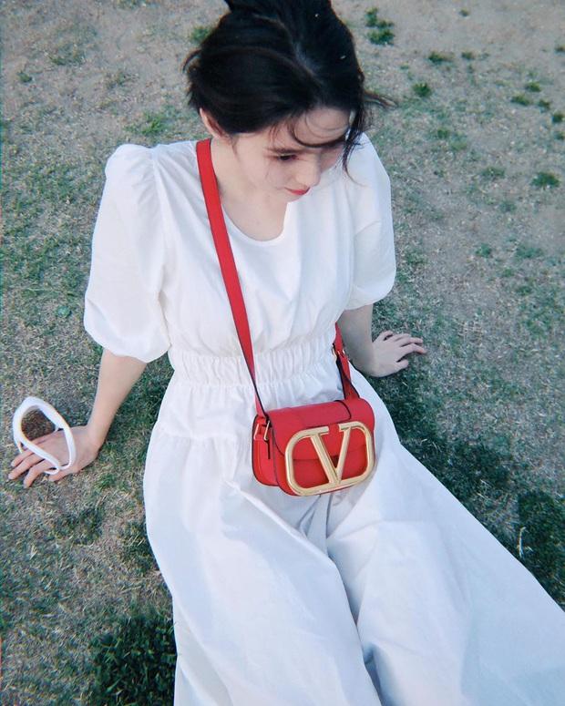 Ngắm Instagram của sao Hàn, bạn sẽ kiếm được kha khá gợi ý váy vóc xinh như mộng diện trong Hè này - Ảnh 4.
