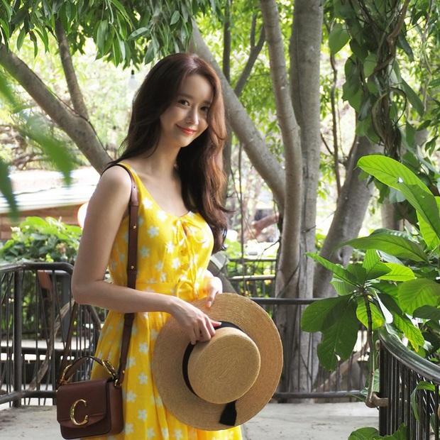 Ngắm Instagram của sao Hàn, bạn sẽ kiếm được kha khá gợi ý váy vóc xinh như mộng diện trong Hè này - Ảnh 6.