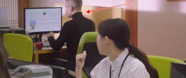 Màn cameo bất ngờ nhất Mystic Pop-up Bar: Cha đẻ của táo cắn dở xuống âm phủ làm nhân viên kỹ thuật máy tính - Ảnh 11.