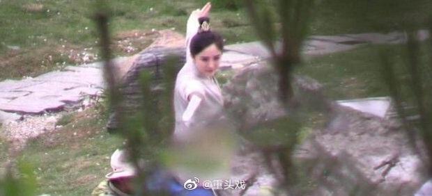 Dương Mịch đi đường quyền siêu đỉnh ở hậu trường phim mới, netizen cà khịa: Xem mà tưởng Phù Dao năm nào cơ! - Ảnh 3.