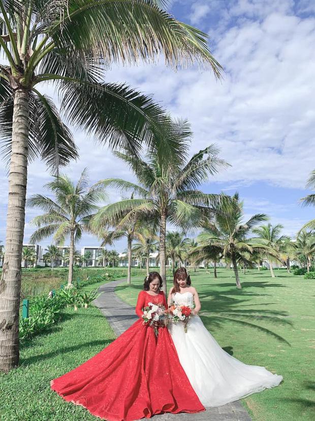 Sau 1 tuần nâng mũi, cô dâu 62 tuổi tự tin chụp hình cưới cùng cô dâu 65 tuổi ở Đà Nẵng khiến nhiều người xôn xao - Ảnh 1.