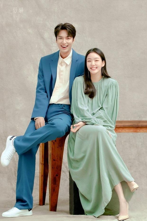 Nháo nhào khoảnh khắc Kim Go Eun nhìn Lee Min Ho đắm đuối: Sự chú ý của ta đã va phải bộ phận này của chàng - Ảnh 12.