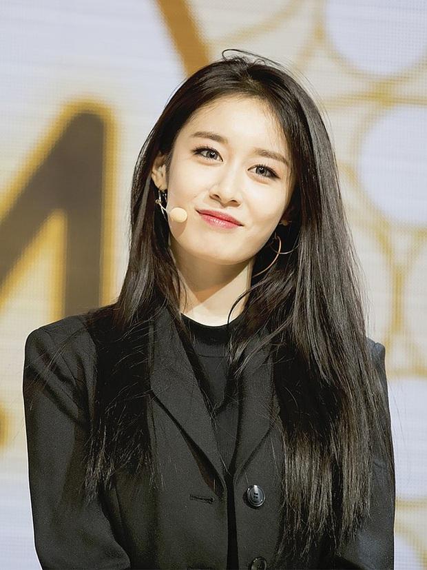 Jiyeon (T-ara) sau khi bị Lee Dong Gun bội bạc: Lột xác táo bạo, bị đồn hẹn hò Jung Joon Young và đáng mừng nhất là mới đây - Ảnh 10.
