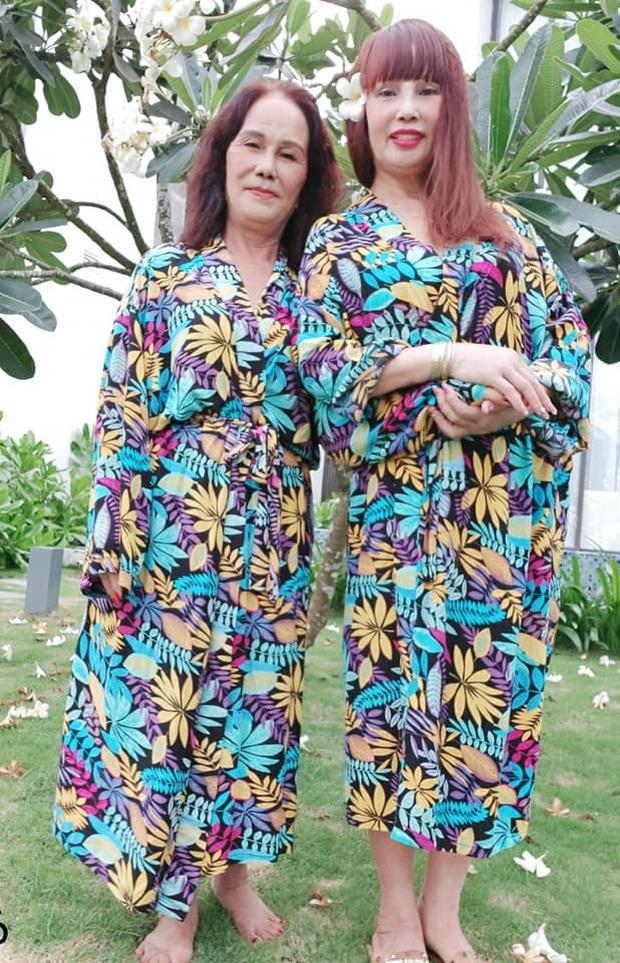 Sau 1 tuần nâng mũi, cô dâu 62 tuổi tự tin chụp hình cưới cùng cô dâu 65 tuổi ở Đà Nẵng khiến nhiều người xôn xao - Ảnh 4.