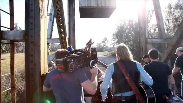 Đạo diễn gây tai nạn chết người trên trường quay vẫn thản nhiên quay lại showbiz làm gia đình nạn nhân phẫn nộ - Ảnh 3.
