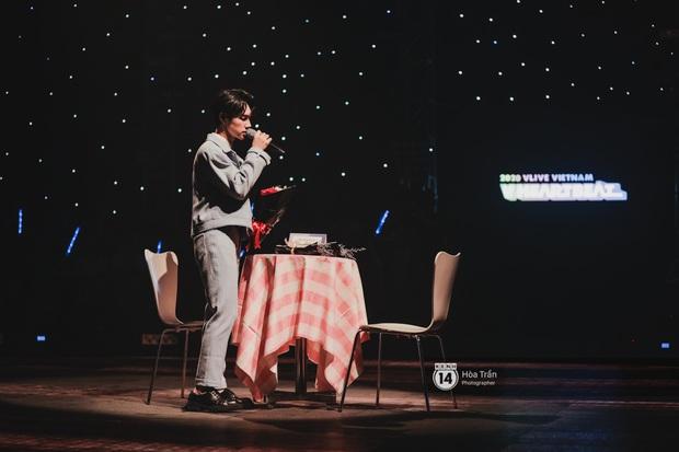 Lâu rồi fan Việt mới được xem liveshow: Hương Giang trực tiếp xử lý người thứ ba trên sân khấu, Hoàng Yến Chibi dụi đầu vào JSol vô cùng tình tứ - Ảnh 11.