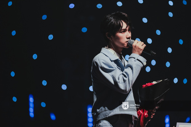 Lâu rồi fan Việt mới được xem liveshow: Hương Giang trực tiếp xử lý người thứ ba trên sân khấu, Hoàng Yến Chibi dụi đầu vào JSol vô cùng tình tứ - Ảnh 12.