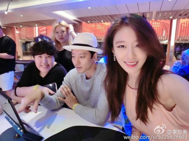 Jiyeon (T-ara) sau khi bị Lee Dong Gun bội bạc: Lột xác táo bạo, bị đồn hẹn hò Jung Joon Young và đáng mừng nhất là mới đây - Ảnh 2.