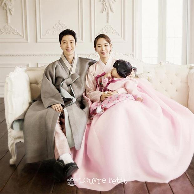 Học Song Joong Ki hậu ly dị, Lee Dong Gun lao vào tìm niềm vui trong phim điện ảnh mới Come Back Home - Ảnh 5.
