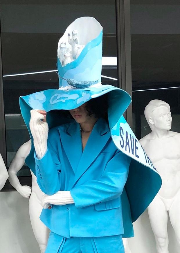 Đồ án cuối kỳ của sinh viên thời trang khiến dân mạng trầm trồ: Đến các nhà thiết kế lớn cũng phải ngậm ngùi nể phục - Ảnh 2.
