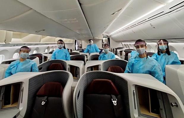 Mở lại bay nội địa, Ấn Độ phát hiện 23 hành khách nhiễm SARS-CoV-2 - Ảnh 1.