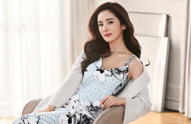 Top 7 mỹ nhân Cbiz được yêu thích nhất 2020: Quá nhiều cái tên tranh cãi, Dương Tử - Trịnh Sảng vẫn thua 1 người - Ảnh 4.