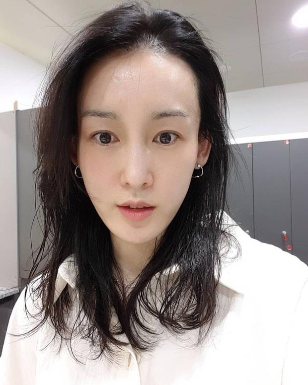 Theo bác sĩ: Nhất định phải né xa một loại sữa rửa mặt khiến chị em chưa già gương mặt đã hiện rõ nếp nhăn - Ảnh 2.