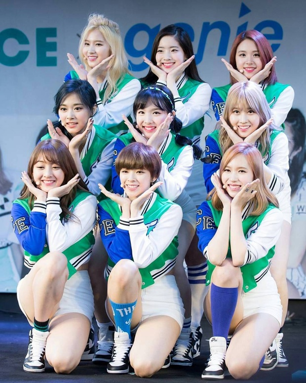 Nghịch lý thành viên Twice: Lúc da trắng bóc kiểu Hàn thì chẳng ai ngó ngàng, khi da ngăm lệch chuẩn lại phất hẳn - Ảnh 2.