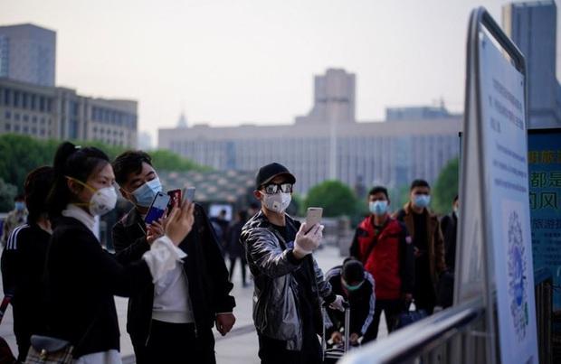 Lại là ứng dụng kiểm soát người dân của Trung Quốc: Hút thuốc hay uống rượu bia cũng bị theo dõi và chấm điểm - Ảnh 2.