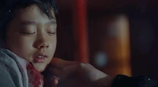 Preview đặc biệt Quân Vương Bất Diệt spoil luôn nhân vật bí ẩn ở tập 1, phát hiện ra Kim Go Eun đeo nhẫn ngón áp út? - Ảnh 1.