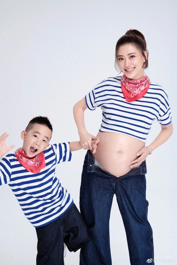 Á hậu Hong Kong hạ sinh quý tử thứ 2 cho Vi Tiểu Bảo khổ nhất Cbiz, netizen xuýt xoa ngưỡng mộ gia đình kiểu mẫu - Ảnh 4.