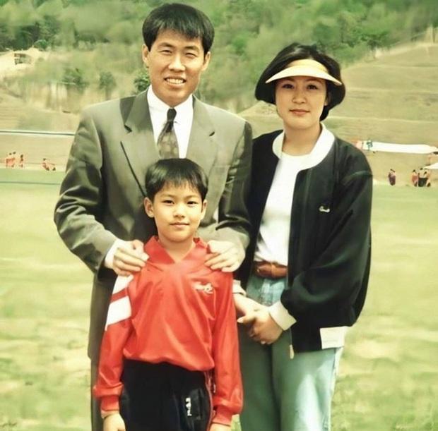 Nhìn nhan sắc mẹ ruột của Lee Min Ho cũng đủ hiểu tại sao lại sinh ra cậu con trai có ngoại hình cực phẩm như vậy  - Ảnh 2.