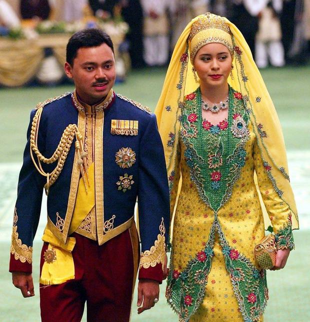 Nàng dâu Lọ Lem của hoàng gia Brunei trong hôn lễ xa hoa bậc nhất châu Á cách đây 16 năm hiện giờ có cuộc sống ra sao? - Ảnh 3.