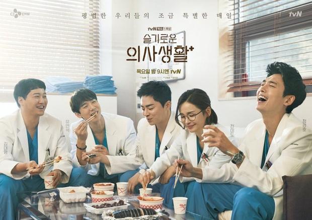 6 câu hỏi chưa có lời giải ở Hospital Playlist: Vì sao chiếc nhẫn bị trả lại, Jo Jung Suk có tỏ tình thành công? - Ảnh 1.