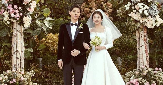 Học Song Joong Ki hậu ly dị, Lee Dong Gun lao vào tìm niềm vui trong phim điện ảnh mới Come Back Home - Ảnh 2.