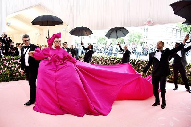 20 bộ cánh khó quên nhất Met Gala thập kỷ qua: Toàn bà hoàng với công chúa đẹp phát khóc, tội nhất cô Kim lưu danh muôn đời với bộ váy ghế sofa - Ảnh 27.