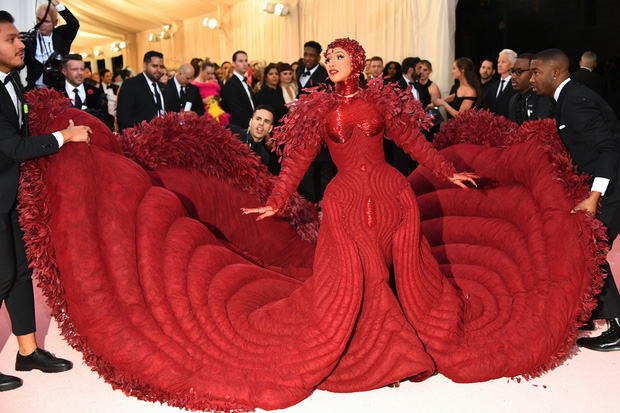 20 bộ cánh khó quên nhất Met Gala thập kỷ qua: Toàn bà hoàng với công chúa đẹp phát khóc, tội nhất cô Kim lưu danh muôn đời với bộ váy ghế sofa - Ảnh 33.