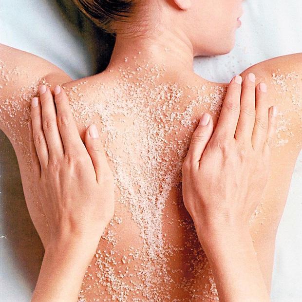 Mụn lưng còn khó trị hơn mụn ở vùng mặt, bạn cần làm ngay mấy điều sau thì mới khắc phục được triệt để - Ảnh 4.