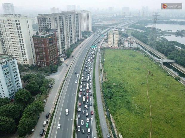Ảnh: Người dân ùn ùn đổ về Thủ đô sau kỳ nghỉ lễ, cao tốc Pháp Vân - Cầu Giẽ ùn ứ kéo dài - Ảnh 3.