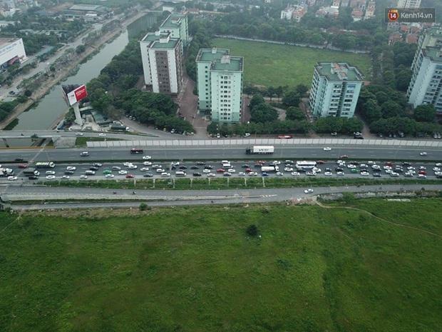 Ảnh: Người dân ùn ùn đổ về Thủ đô sau kỳ nghỉ lễ, cao tốc Pháp Vân - Cầu Giẽ ùn ứ kéo dài - Ảnh 4.