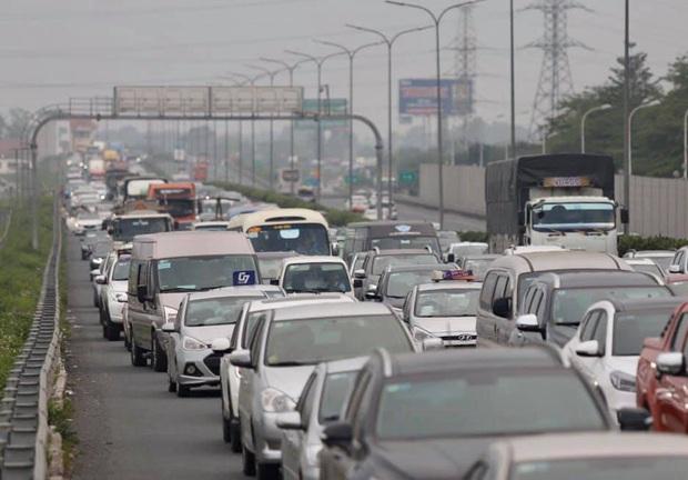 Ảnh: Người dân ùn ùn đổ về Thủ đô sau kỳ nghỉ lễ, cao tốc Pháp Vân - Cầu Giẽ ùn ứ kéo dài - Ảnh 6.