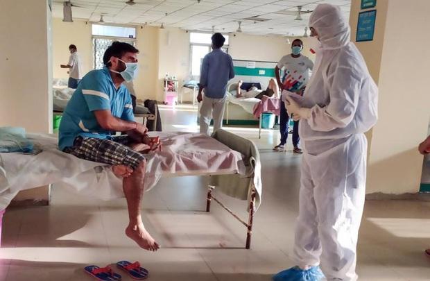 Số ca mắc COVID-19 tại Ấn Độ tăng kỷ lục, EU kêu gọi góp tiền sản xuất vaccine - Ảnh 1.