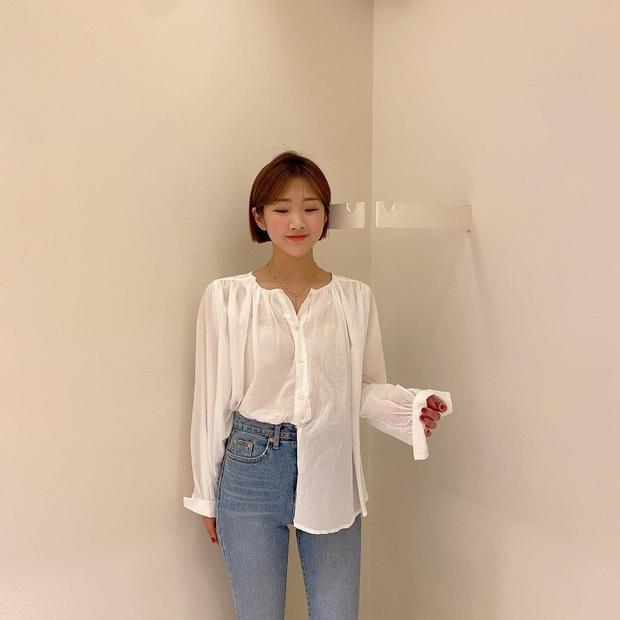 2 tuyệt chiêu sơ vin hack dáng cực phẩm của quý cô Hàn, biến chân ngắn thành dài như dùng app kéo chân - Ảnh 2.