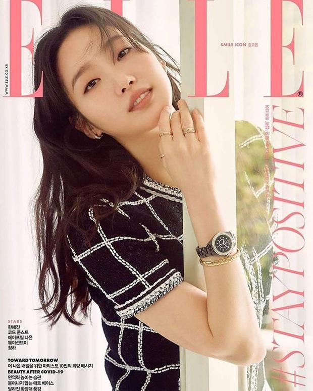 """Cùng diện bộ Chanel trăm triệu: Cựu idol Kpop thả hàng khuy cổ áo """"át vía hẳn người thương của Quân vương Lee Min ho - Ảnh 1."""