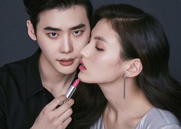 """Fan girl khóc thét trước bộ ảnh cực tình của Lee Jong Suk và nữ phụ đang hot của """"Quân Vương Bất Diệt"""" - Ảnh 4."""