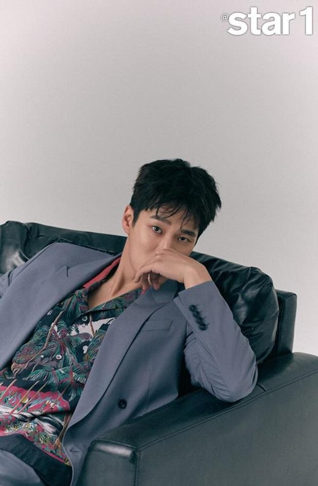 Nổi như cồn sau Hậu Duệ Mặt Trời, Quý tử Jangga Ahn Bo Hyun vẫn phải đi làm ở công trường vì lý do bất ngờ - Ảnh 4.