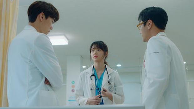 4 lí do ai cũng muốn phần 2 Hospital Playlist chiếu luôn cho rồi: Quá nhiều bí mật chưa giải đáp, hóng màn cameo của Bo Gum nữa! - Ảnh 9.