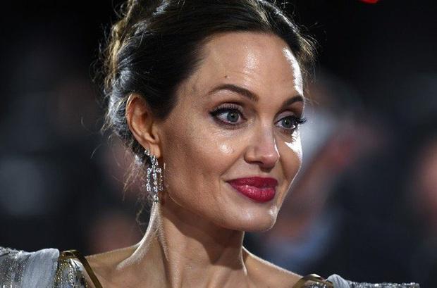 Mật báo Hollywood: Kylie Jenner có thể đối mặt với án tù vì bị Forbes tố, màn tái hợp Brad Pitt và Jennifer giết Angelina? - Ảnh 4.