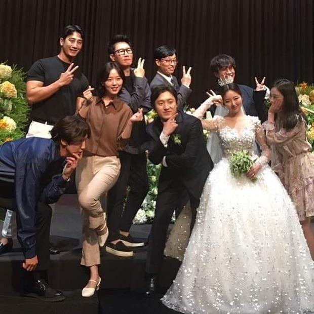 Đám cưới hot nhất hôm nay: Mỹ nhân Moon Lovers và dàn Running Man rộn ràng, lầy nhất màn quẩy của HaHa - Lee Kwang Soo - Ảnh 2.