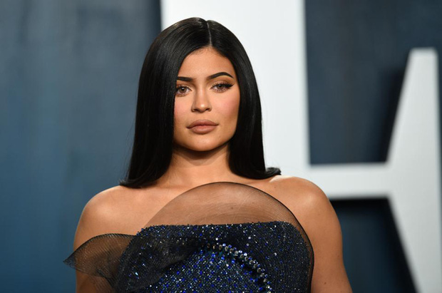 Biến căng: Forbes tuyên bố Kylie Jenner không còn là tỷ phú đô la, cáo buộc chiêu trò, giả mạo giấy tờ với tài sản thực gây sốc - Ảnh 3.