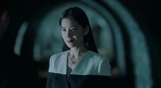 Ngỡ ngàng nơi thủ tướng (Quân Vương Bất Diệt) lập mưu tạo phản lại ở khách sạn ma ám của chị Nguyệt IU? - Ảnh 1.