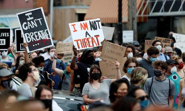Nhà Trắng phong tỏa vì biểu tình sau cái chết của George Floyd - Ảnh 1.