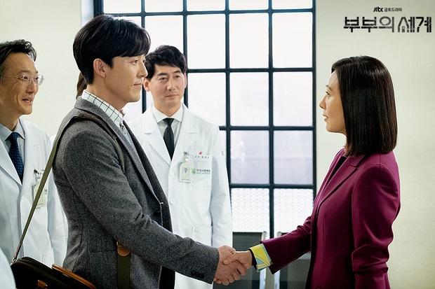 Chị đại Hospital Playlist ước phi công Thế Giới Hôn Nhân đóng mùa 2: Spoil đôi mới lẫn khả năng lật thuyền Ik Jun - Song Hwa? - Ảnh 4.
