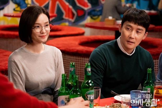 Chị đại Hospital Playlist ước phi công Thế Giới Hôn Nhân đóng mùa 2: Spoil đôi mới lẫn khả năng lật thuyền Ik Jun - Song Hwa? - Ảnh 7.