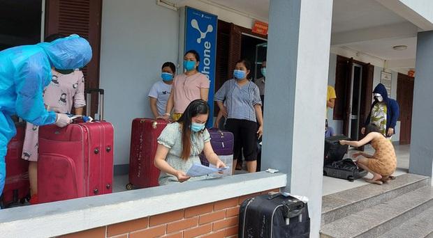 Hàng trăm thai phụ từ Đài Loan về Việt Nam cách ly: Mừng rơi nước mắt - Ảnh 2.