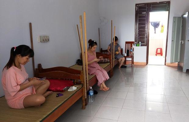 Hàng trăm thai phụ từ Đài Loan về Việt Nam cách ly: Mừng rơi nước mắt - Ảnh 3.
