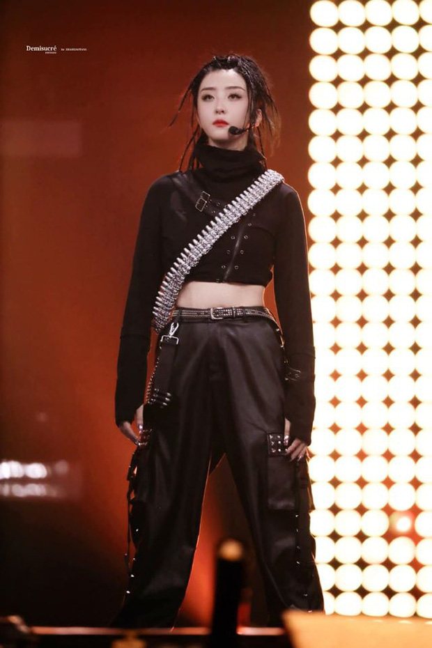 Học trò cưng của Lisa hot nhất chung kết Thanh Xuân Có Bạn: Mái tóc siêu chất, thần thái sát khí khiến fan lụi tim - Ảnh 3.