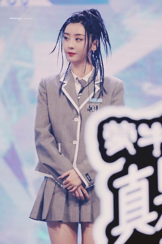 Học trò cưng của Lisa hot nhất chung kết Thanh Xuân Có Bạn: Mái tóc siêu chất, thần thái sát khí khiến fan lụi tim - Ảnh 4.