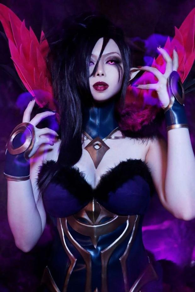 Ngất ngây với vẻ đẹp của nữ cosplayer hóa thân đủ kiểu tướng LMHT, không những ma mị lại còn cực kỳ cool ngầu! - Ảnh 2.